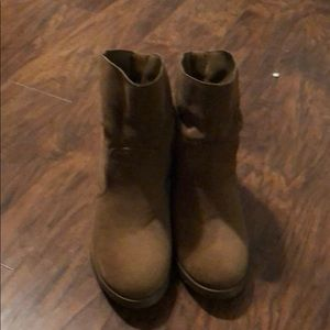 Shoedazzle short boots